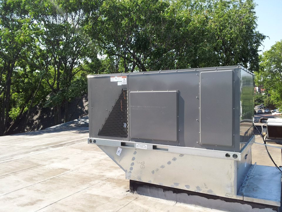 Kansas City Plaza - 7 Ton Heating and Cooling Roof Top Unit